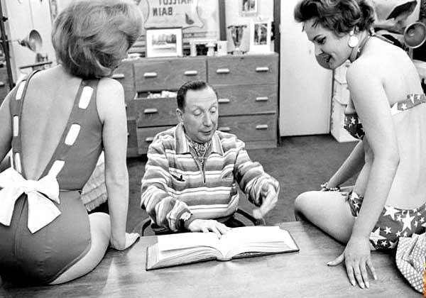Луи Реар с двумя моделями