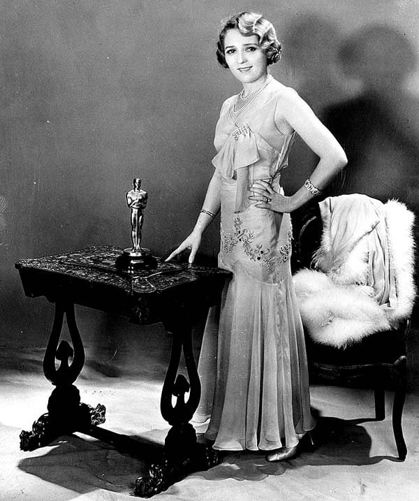 Мэри Пикфорд со статуэткой Оскара