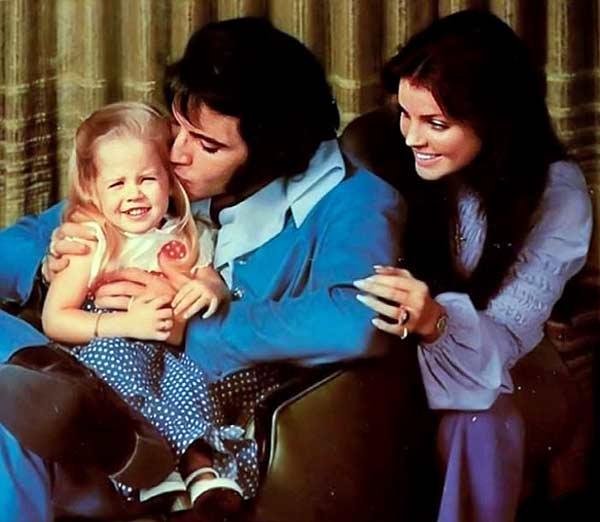 Элвис и Присцилла с новорожденной Лизой Мари