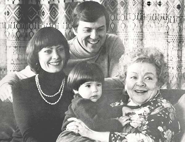 Семья Виктории и Зоя Федорова. 1976 год