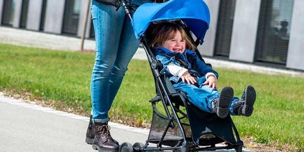 Путешествуем с детьми. Выбираем детскую коляску - трость фото